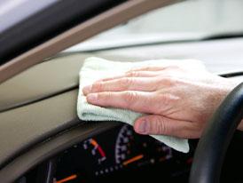 Jak odstranit zápach z vozu? Jde to, ale těžko