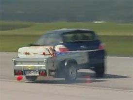 Přetížený vozík vás dostane do smyku, varuje ADAC (video)