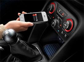 Dodge Dart vám bezdrátově dobije mobil