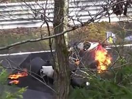 Na Nürburgringu opět hořela formule Niki Laudy (video)