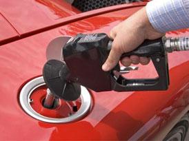 Benzin je rekordně drahý, ministr průmyslu přesto navrhuje další zdražení