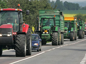 Zem�d�lci zablokuj� kv�li zelen� naft� a� 200 silnic v �R