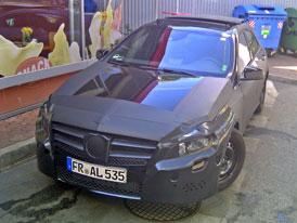 Maskované Mercedesy v Praze: Víme, co jsou zač