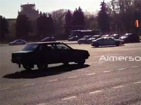 Mezitím v Rusku: Audi R8 vs. Lada Samara (video)