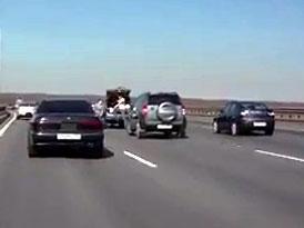 Video: Proč NIKDY nezastavovat uprostřed dálnice