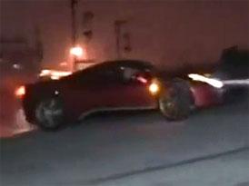 Ferrari v Číně poškodilo historickou památku i svoji pověst (video)