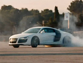 Audi slav� p�l milionu fanou�k� na Facebooku driftovac�m videem