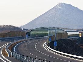 Dostavba dálnice D8 se zastaví, aktivisté se odvolali