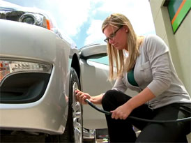 Nissan Easy Fill: Geniálně jednoduchá pomoc při huštění pneumatik
