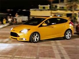 """Ford Focus ST se uvedl v Americe """"ilegálním"""" pouličním závodem (video)"""