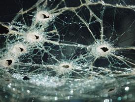 Čelní okno auta je spotřební materiál, ale dá se i opravit