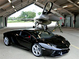Video: Lamborghini Aventador LP 700/4 vs. F-16 AM Fightning Falcon