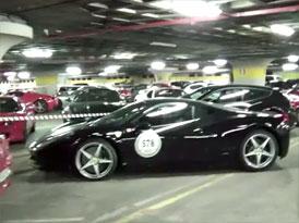 Video: 140 Ferrari v jedné garáži