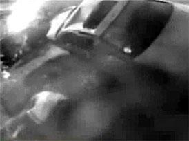 Video: Spolujezdec vypadl střešním oknem