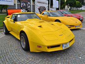 Prahou projíždělo na 150 vozů Corvette (video)