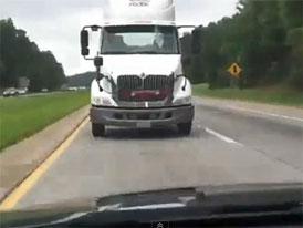 Video: Jak vyděsit na dálnici manželku