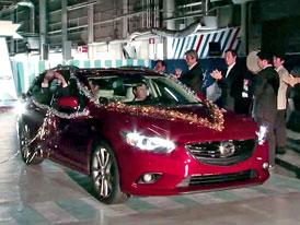 Mazda 6 kombi se předvádí na prvním videu