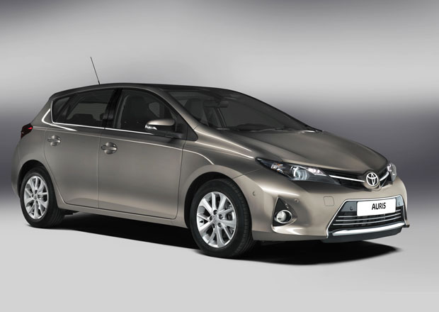 Toyota Auris 2013: Exklusivní první dojmy (video)