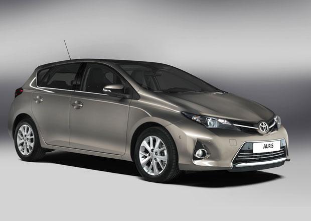 Toyota Auris 2013: Exklusivn� prvn� dojmy (video)