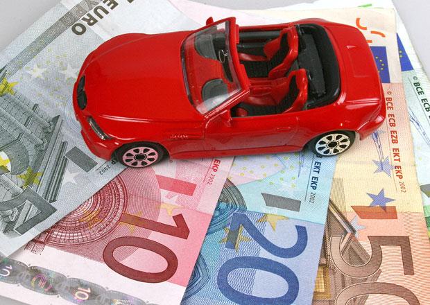 Porsche na autě vydělá skoro 17.000 Euro, Opel naopak prodělá přes 900 Euro