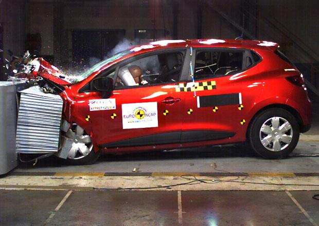 Renault Clio vyhl�en nejbezpe�n�j��m mal�m autem. Ford ale pos�dku ochr�n� l�pe