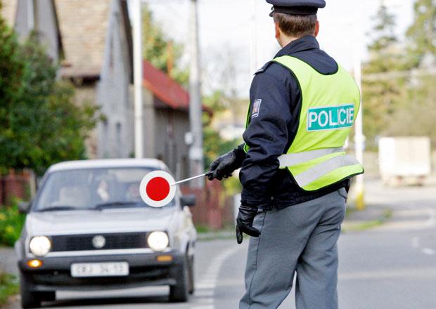 Policie za�ala kontrolovat povinn� zimn� pneumatiky