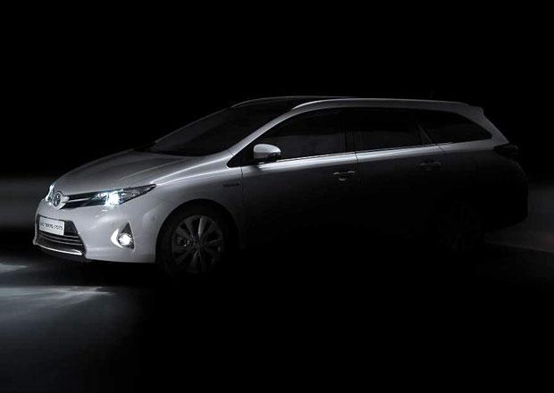 Toyota chystá své první hybridní kombi, nový Auris
