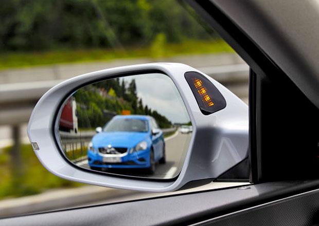 ADAC testoval systémy pro jízdu v pruzích, obstály jen s výhradami