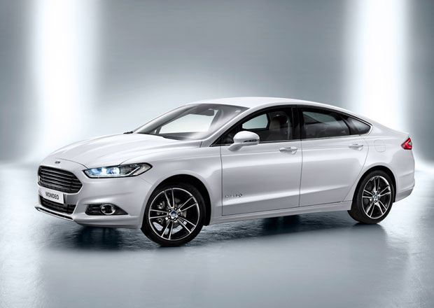 Ford Mondeo prozrazuje detaily o v�bav�: LED sv�tla, mas�n� sedadla, vyh��van� volant