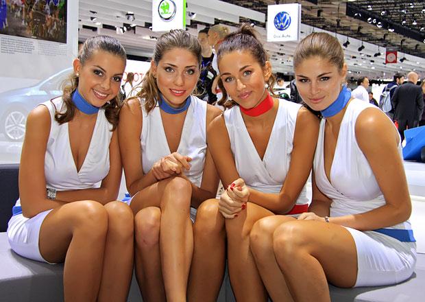 Nejkrásnější modelky z autosalonu v Paříži 2012: Díl druhý