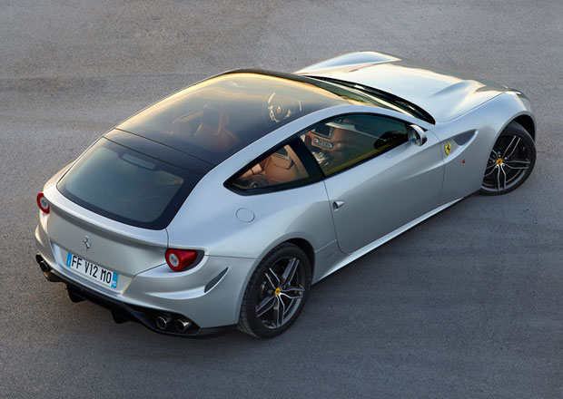 Ferrari FF ozdobí panoramatická střecha
