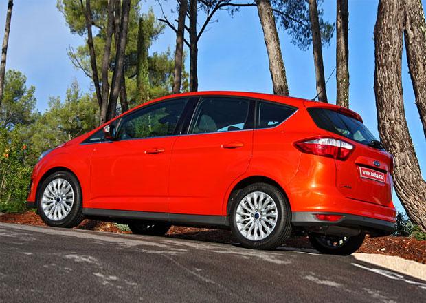 Ford začal prodávat tříválcový C-Max, stojí od 385 tisíc