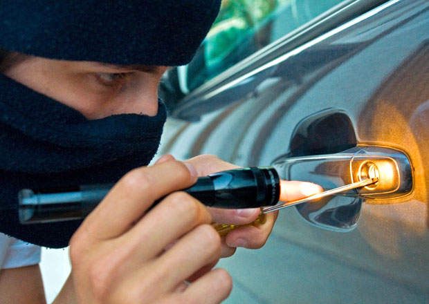 5 rad, jak to zlodějům ztížit aneb Jak si nenechat ukrást auto