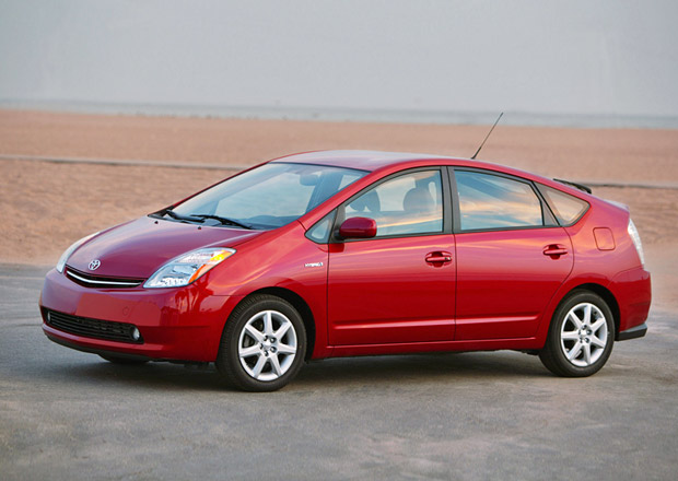 Toyota svolává do servisu 2,8 milionu vozů, včetně Priusů