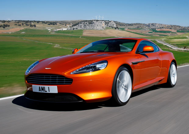 Prodej Astonu Martin: Rozhodne se mezi Mahindrou a bývalým majitelem Ducati?