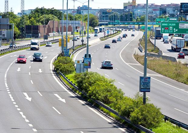 Roční dálniční známky kvůli DPH patrně zdraží o 300 korun