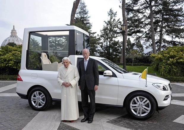 Mercedes-Benz předal papeži nový papamobil, aktuální třídu M