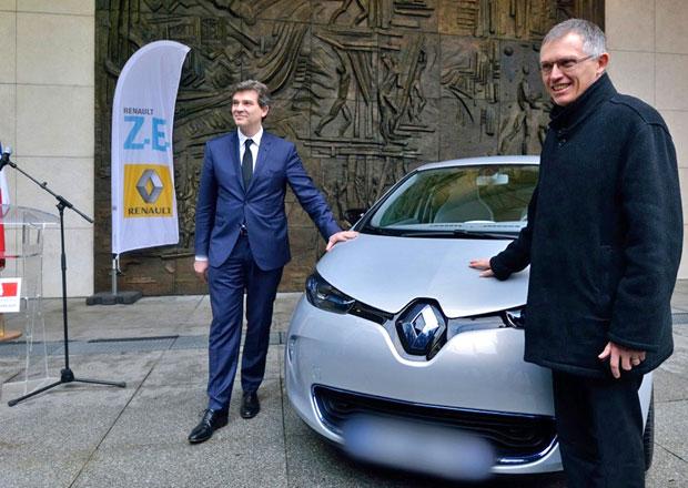 První elektromobil Renault Zoe dostal francouzský ministr