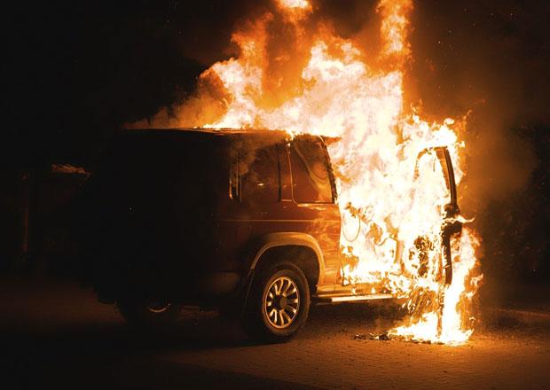 Ve Francii na Nový rok shořelo 1193 aut