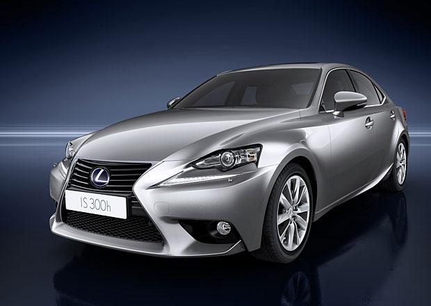 Lexus IS 300h spotřebuje 4,3 l/100 km