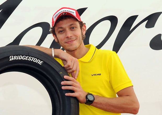 Valentino Rossi testuje a radí značce Bridgestone