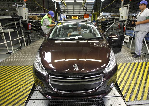 EU schválila Francii půjčku pro Peugeot-Citroën