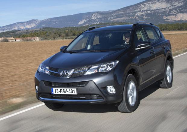 Nová Toyota RAV4 nabízí tři motory a vylepšený pohon všech kol