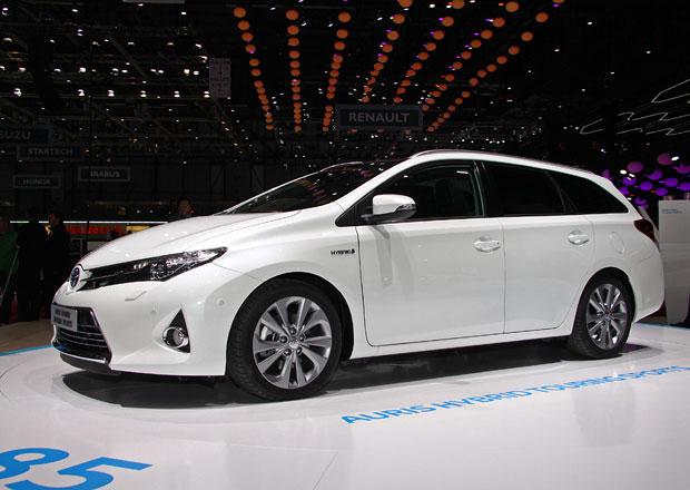 První statické dojmy: Toyota Auris Touring Sports znamená návrat ke kombi (video)