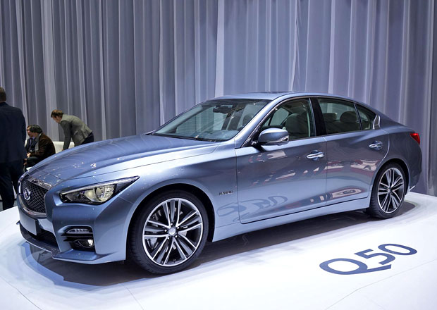Infiniti Q50: První z nové generace, první se čtyřválcem Mercedes-Benz