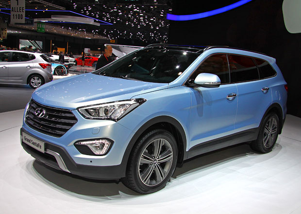 Prvn� statick� dojmy: Hyundai Grand Santa Fe aneb n�stupce ix55 se slavn�m jm�nem (+ video)
