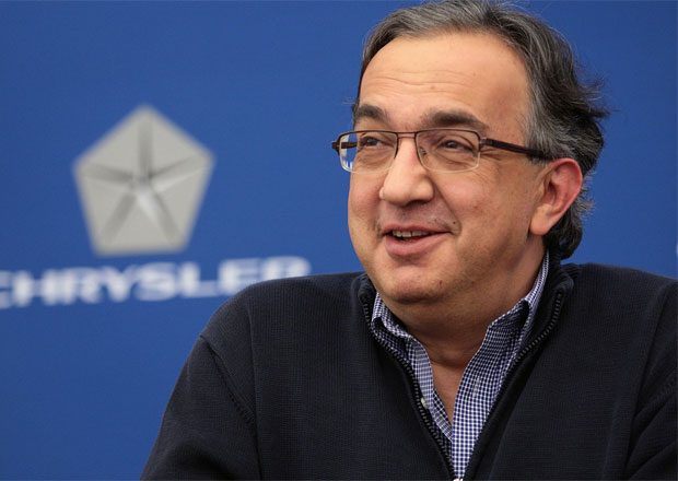 Platy manažerů automobilek klesají, šéfovi Fiatu ne