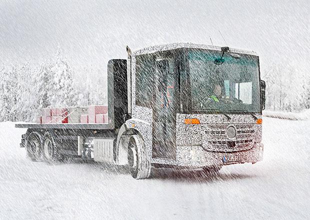 Mercedes-Benz Econic a Unimog Euro VI při testování na sněhu
