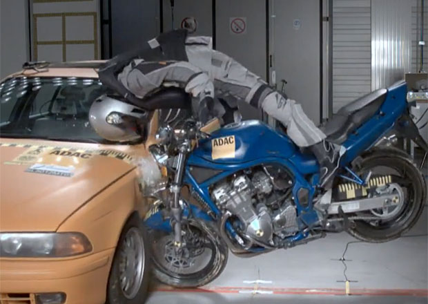 Vesta s airbagem může motorkářům zachránit život (+video)