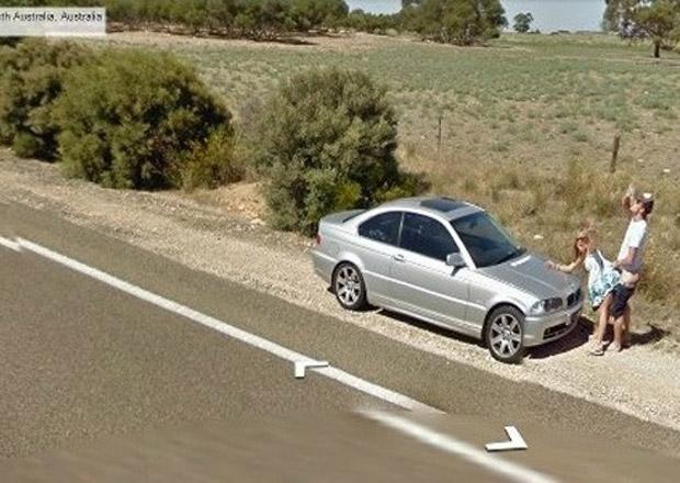 Google Street View: Milenecký pár na kapotě BMW 3